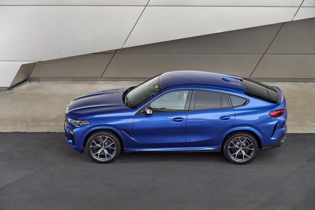 跑旅的始祖:BMW X6。 摘自BMW