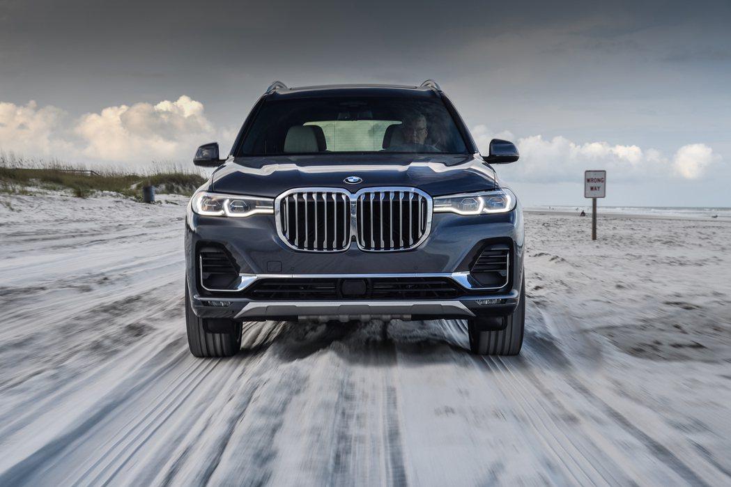 BMW X7。 摘自BMW