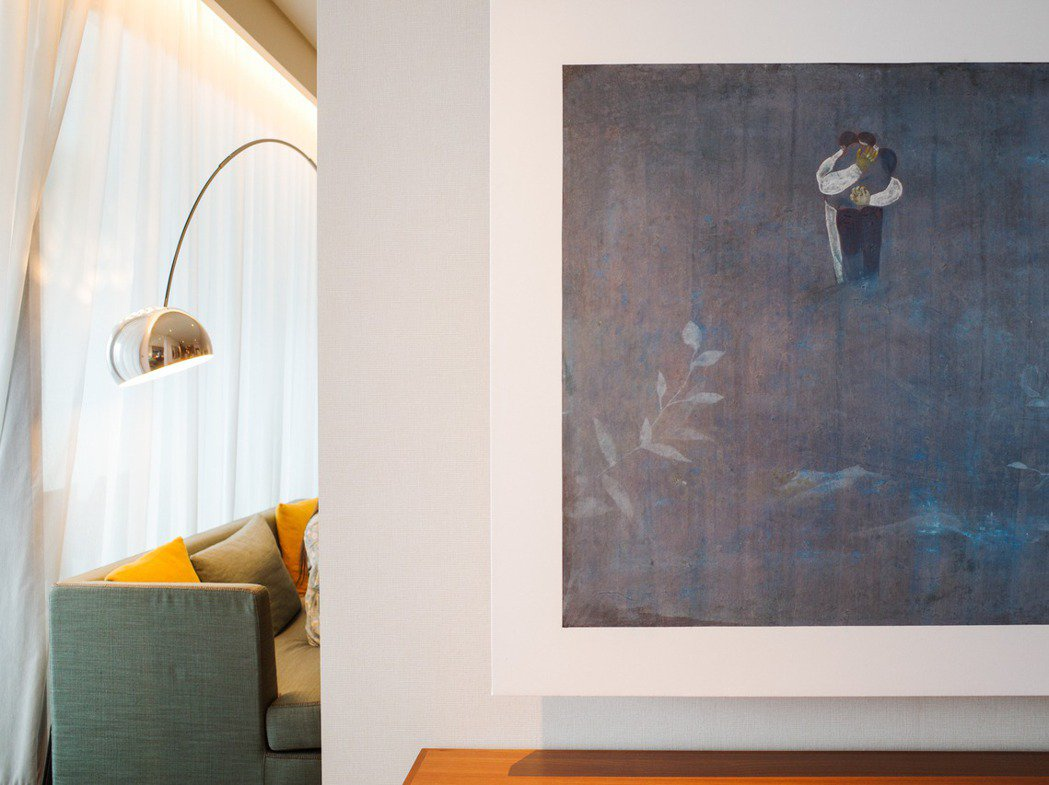 藝術博覽會也多與飯店合作,每一家畫廊於不同房間展出各自代理的作品。 圖/翁家德拍...