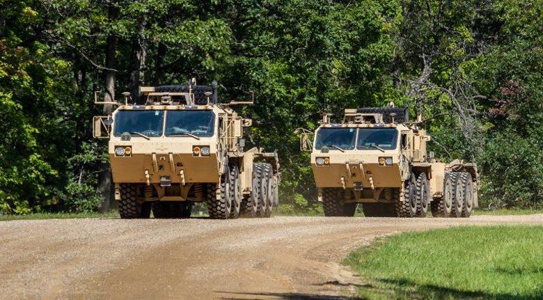 奧希科什公司將智慧駕駛系統裝在軍卡上,希望達成運輸車隊無人化的目標。 圖/取自奧希科什公司網站