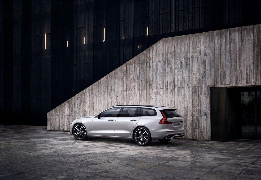 自上市以來深受全球旅行車愛好者肯定的 Volvo V60 再獲推薦,北美汽車網站...
