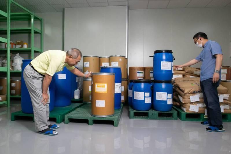 原料只剩下最後一桶?位在江蘇省的中國原料藥廠南通精華,從過年前至今都沒有出貨,台灣甲亢病人面臨斷藥危機。 (黃明堂攝)