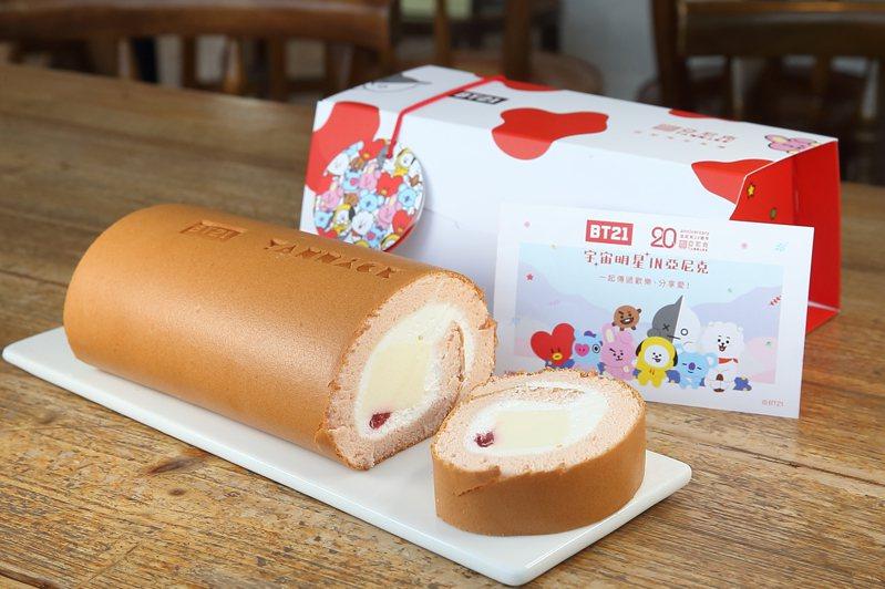 亞尼克與BT21共同推出的「草莓多多生乳捲」,外盒、紙袋與生乳捲上,都可見到BT21元素。記者陳睿中/攝影