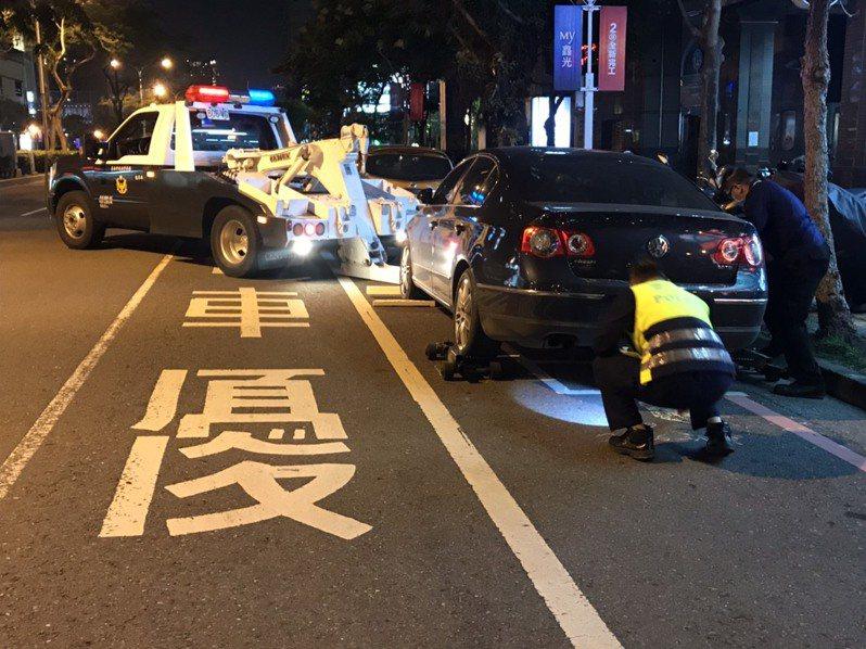 台南市的違規汽機車拖吊作業,從今天起暫時回歸警方負責。圖/停管處提供