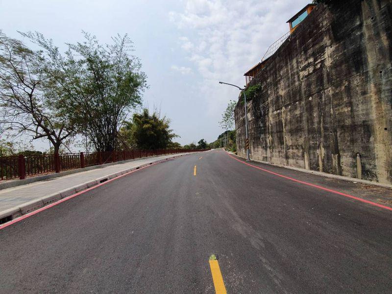 聯絡高28、29線的岡山區大莊路及水庫路即將完成拓寬,往小崗山風景區交通將更便捷。圖/邱志偉團隊提供
