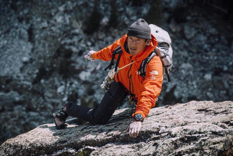即將於今日凌晨12點登場,PANERAI將在官方instagram與FB提供品牌好友暨知名登山家金國威(Jimmy Chin)的 串流直播。圖 / PANERAI提供。