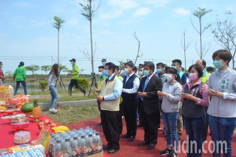 台南市長表示,龍舟賽辦或不辦,就等媽祖指示。記者鄭惠仁/攝影