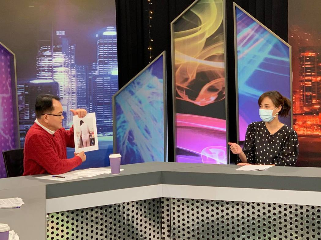 何妤玟(右)上JET「新聞挖挖哇」分享婚變的心路歷程。圖/JET提供