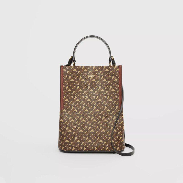 小型花押字環保帆布Peggy馬勒棕色水桶包,售價48,500元。圖/取自BURB...