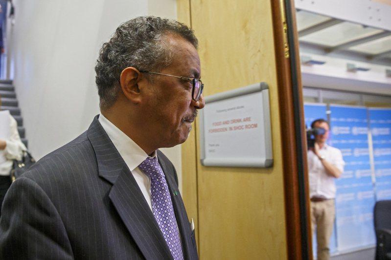 世衛總幹事譚德塞3月9日在日內瓦總部主持新冠疫情記者會前,抵達會場。歐新社