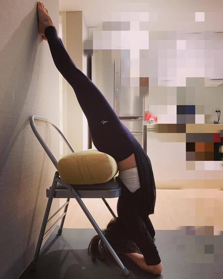 賈靜雯練瑜珈曝超美曲線。圖/摘自臉書