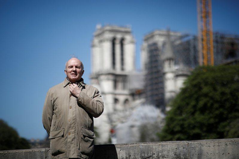 14日,聖母院重建計畫負責人Jean-Louis Georgelin說明重建進度。路透