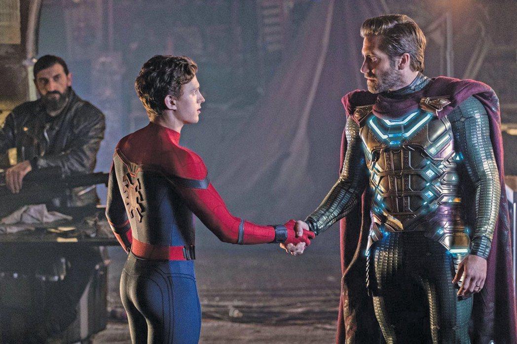 湯姆霍蘭德(左)與傑克葛倫霍合作「蜘蛛人:離家日」建立不錯交情。圖/摘自imdb