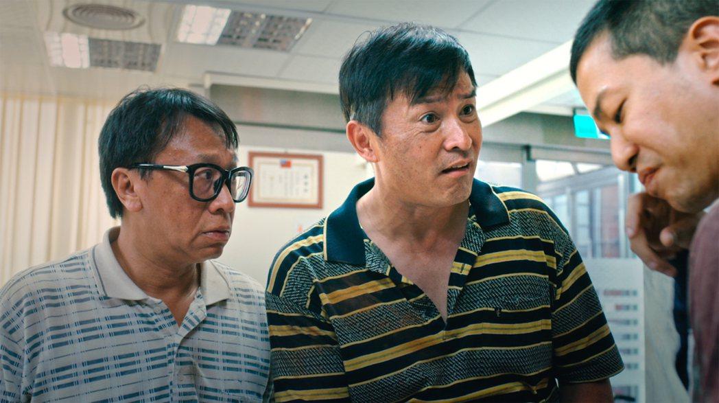 游安順(左起)、李銘順、薛仕凌「做工的人」在工地裡上演各式發財戲碼。圖/大慕影藝...