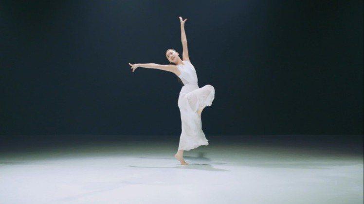 許曦文在廣告片中,展現好舞技。圖/寵愛之名提供