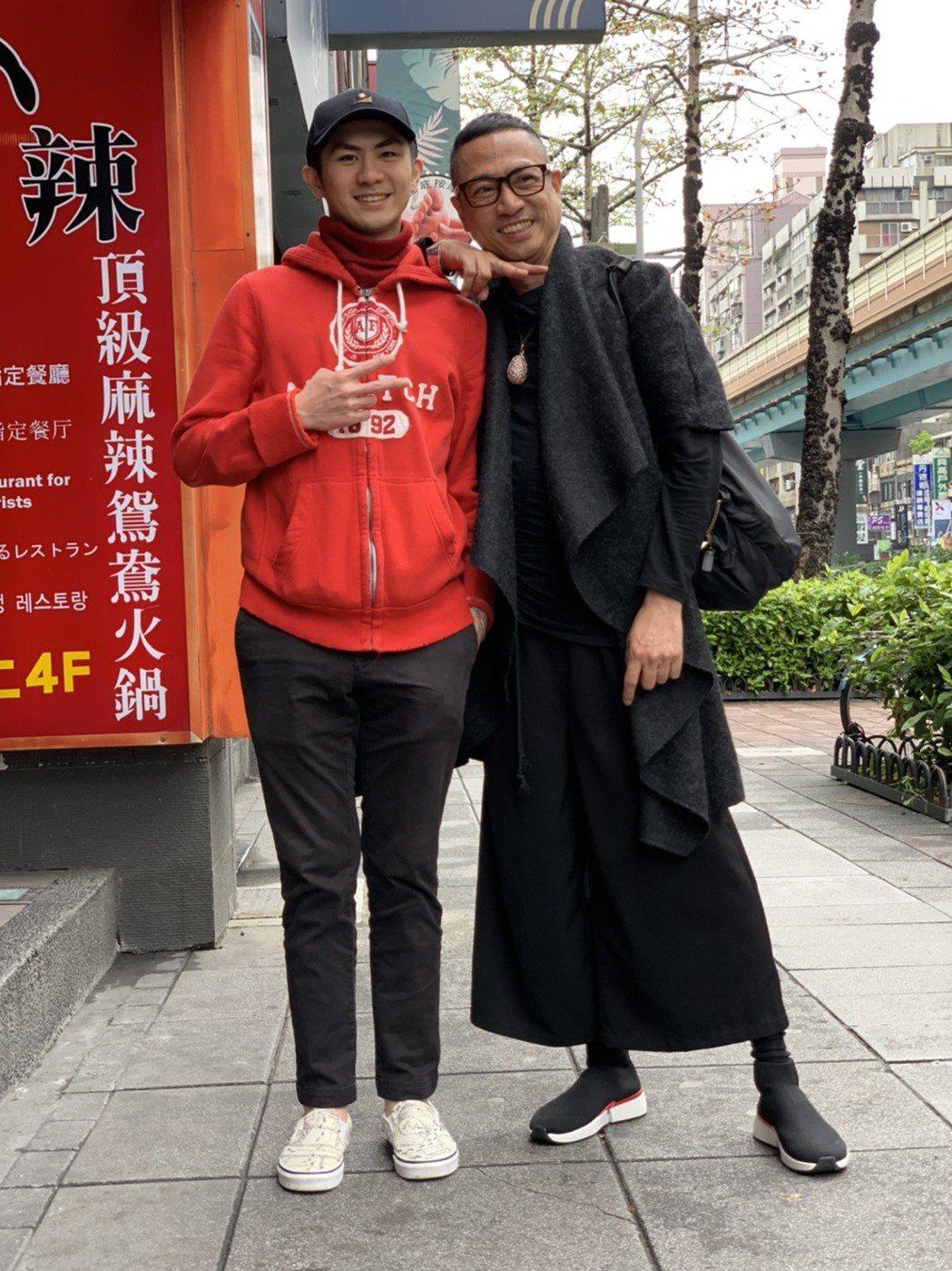 李樹德(右)華麗登場,為兒子李翔恩步星途打知名度。記者陳慧貞/攝影