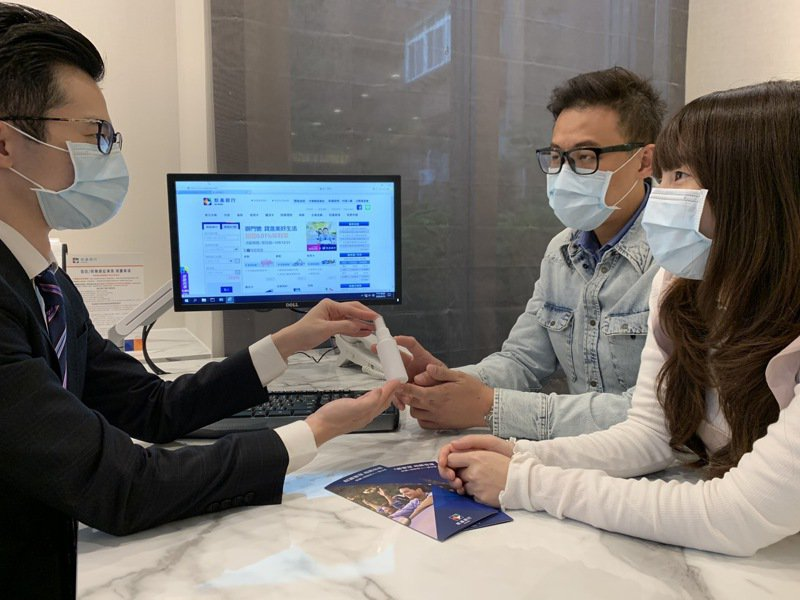 疫情讓無接觸服務夯,凱基銀行順勢推出刷卡優惠活動。圖/凱基銀行提供