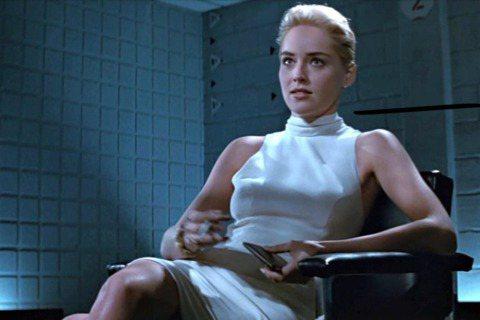 莎朗史東曾經在好萊塢以性感美艷形象紅極一時,近年來較少在大片中見到她的身影,她卻仍然能夠登上的德國版「VOGUE」封面,展現年過60後的丰采。她回顧年輕時擔任模特兒又轉行演戲,好幾年都搶不到像樣的角...