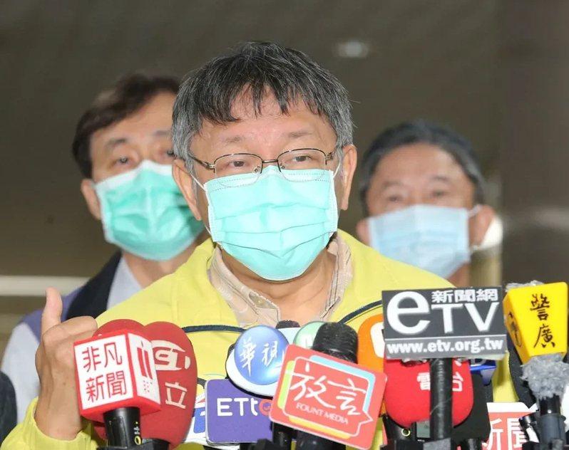 日前曝光武漢台商回台後隔離安置地點,台北市長柯文哲(中)不認為自己失言。 圖/聯合報系資料照片