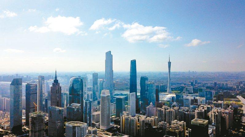 航拍鏡頭下的廣州天河中央商務區高樓林立。 中新社
