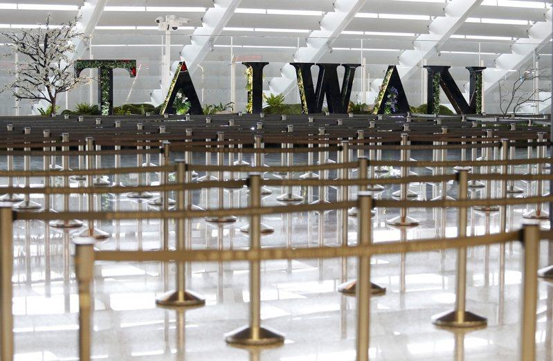 受到新冠肺炎疫情影響,桃園機場旅運人數前天再度探底。記者陳嘉寧/攝影