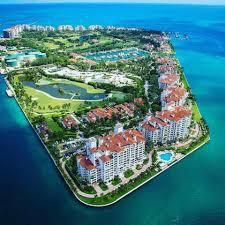 佛達州邁阿密海岸外的費雪島素有「富人天堂」之稱,所有在島上居住或工作的民眾,現在都可以接受新冠病毒抗體檢測。(取自臉書)
