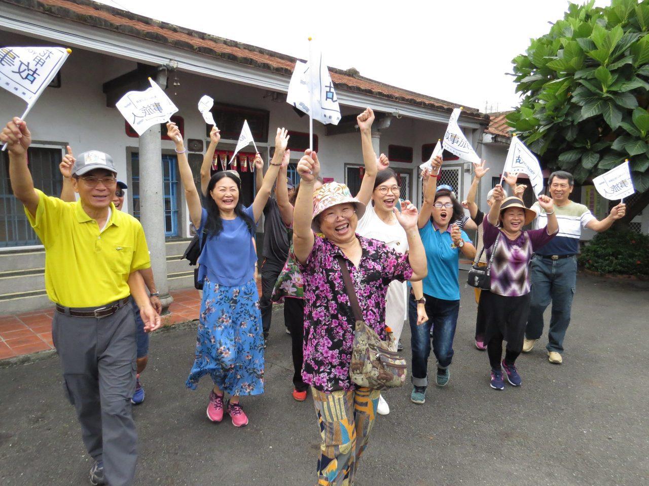 客家細妹邱月婷,和六堆長者們帶著客家庄的故事壯遊臺灣。 圖/邱月婷提供