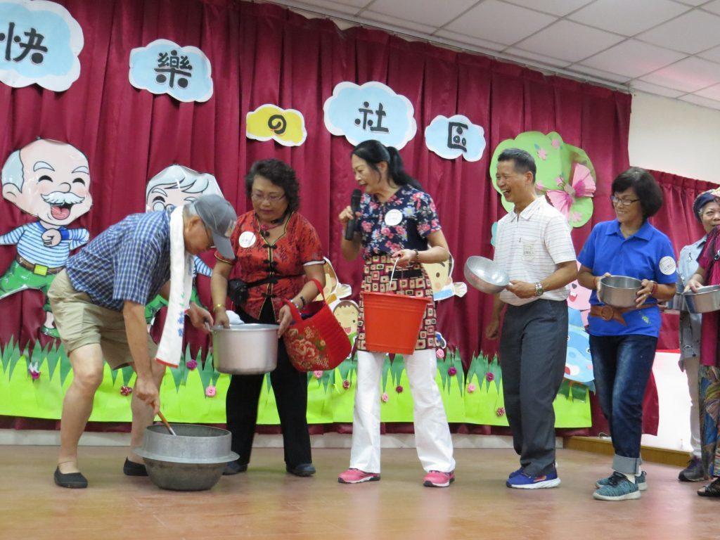 花甲故事旅人重現客庄祭典中的「分菜尾湯」景象。 圖/邱月婷提供