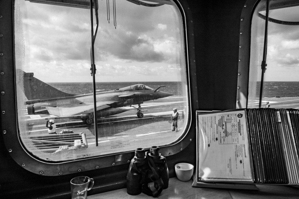 法國國防部15日發出聲明,確認日前傳出「海上疫情」的海軍「戴高樂號」核動力航空母...
