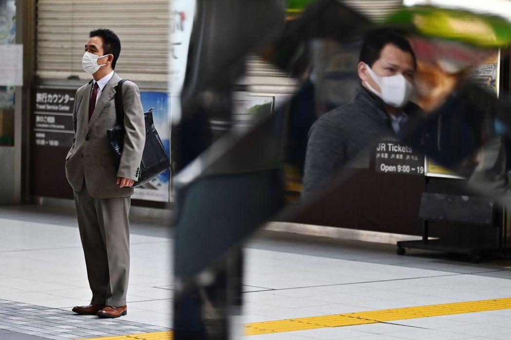 日本社會好幾次檢討印鑑文化帶來的問題,但一直拿不出什麼具體有效的辦法。 圖/法新...