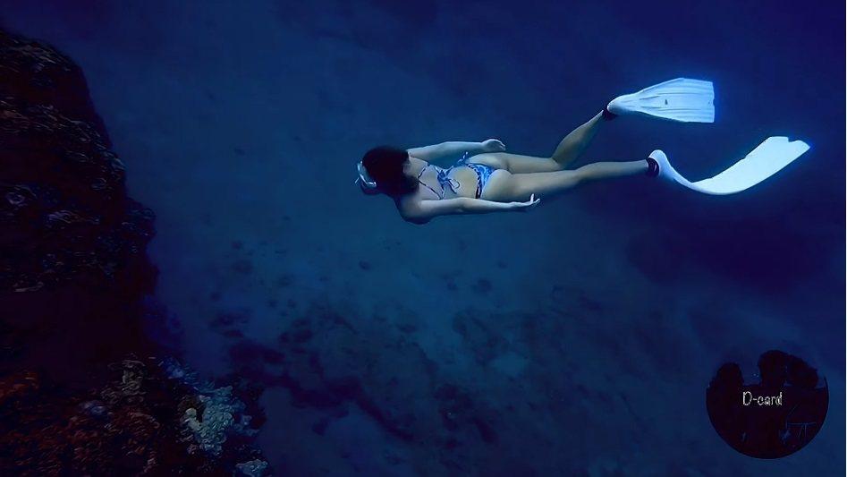 白雲分享潛水經驗。圖/擷自YouTube