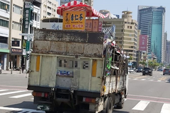 才宣布暫停營業!杏仁哥攤位疑被回收車載走 照片網上瘋傳