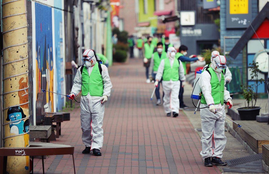 歷經去年法務部長曹國任命風波,掀起一連串政爭,今年初南韓又碰上新型冠狀病毒疫情爆...