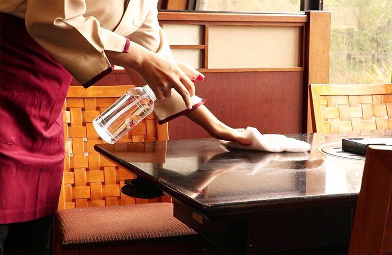 【煙波國際觀光集團】餐廳進行每週一次大掃除 煙波國際觀光集團