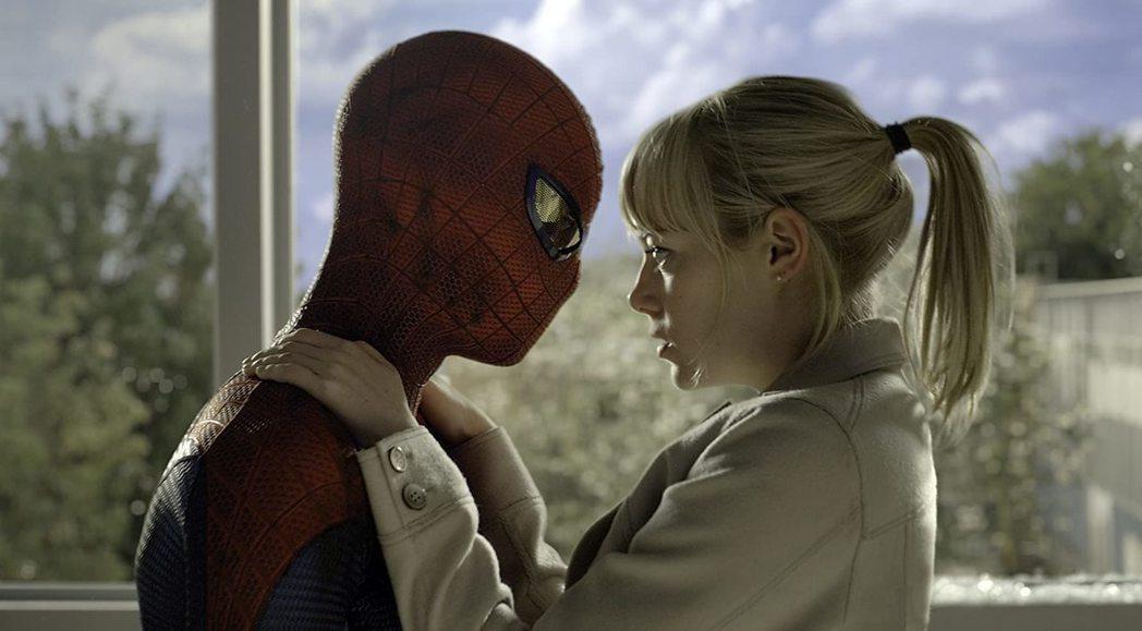 安德魯加菲與艾瑪史東因合作「蜘蛛人:驚奇再起」系列假戲真做交往。圖/摘自imdb