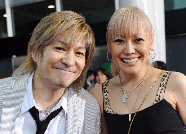 小室哲哉(左)與老婆KEIKO結婚18年。圖/摘自日網