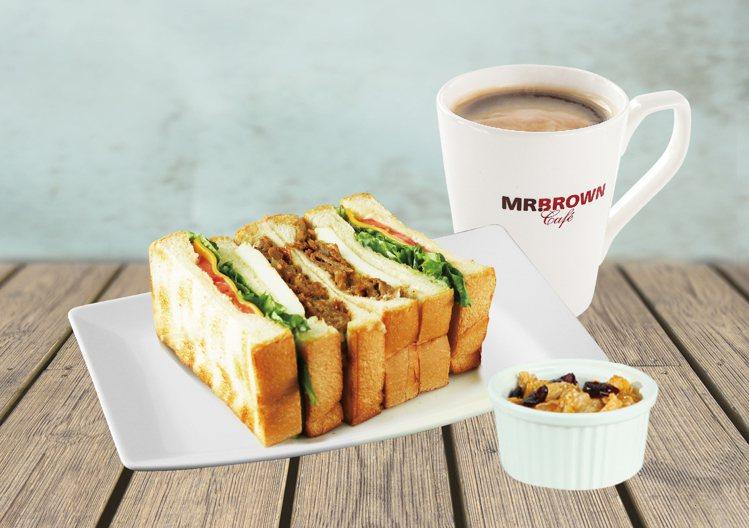 伯朗咖啡館4月底前早餐套餐均一價99元。圖/伯朗咖啡館提供