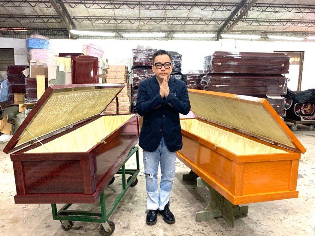詹惟中低調辦完母親後事,立刻捐棺58個,給貧窮沒錢下葬的人使用。圖/經紀公司提供