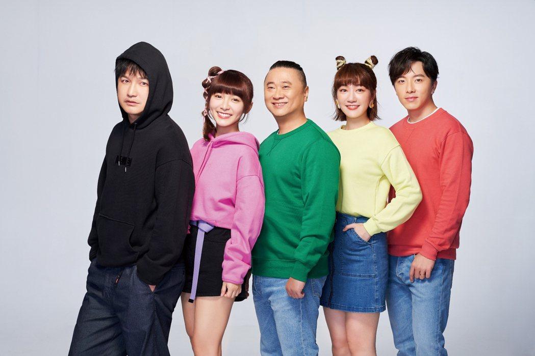 麥卡貝「木曜4超玩」,由邰智源(中)為首,領軍林柏昇KID(左一)、溫妮(左二)
