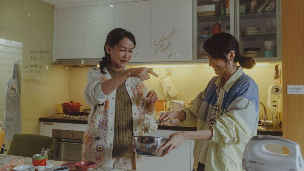 柯佳嬿(右)和應采靈演婆媳。圖/中視提供