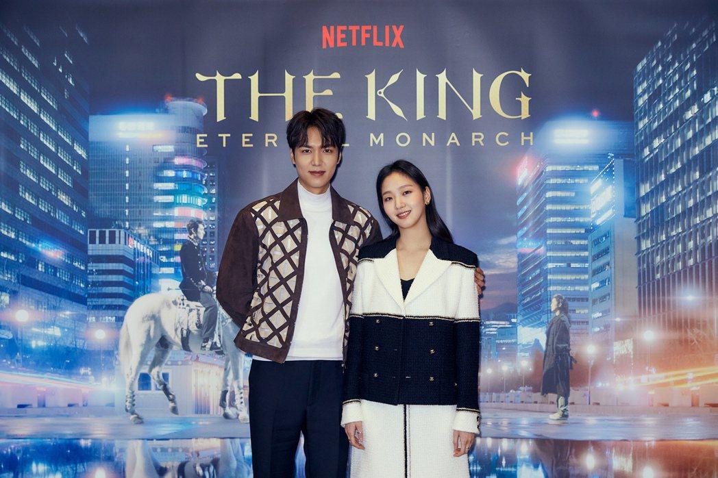 李敏鎬(左)與金高銀首次攜手合作戲劇。圖/Netflix提供