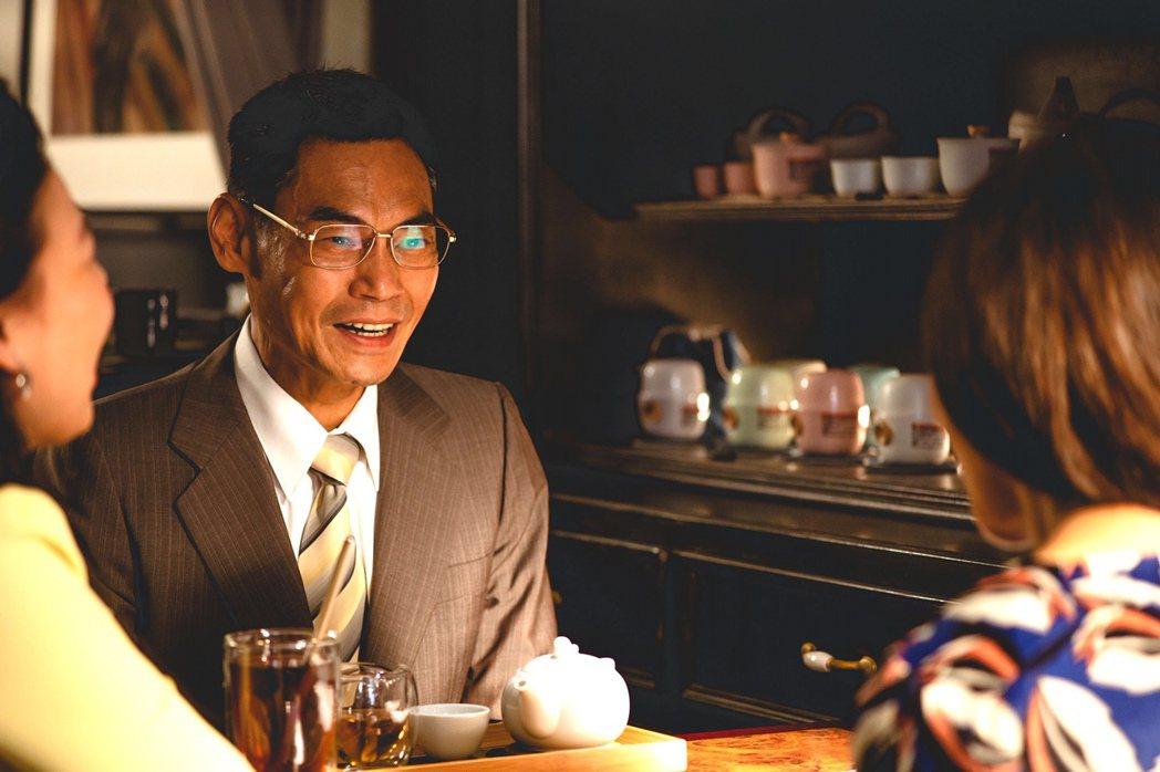 夏靖庭在「三春記」飾演公務員,是陳美鳳在劇中的第三個男人。圖/民視提供