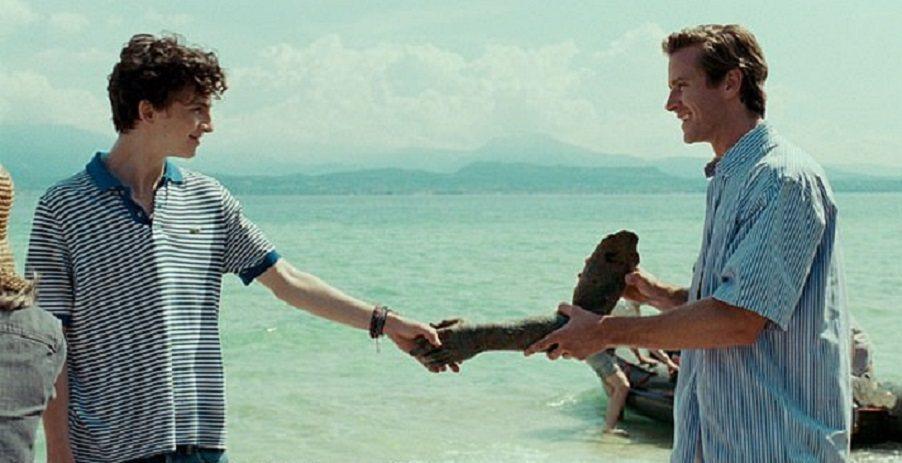艾米爾漢默(右)與提摩西夏勒梅在「以你的名字呼喚我」大談同性戀情。圖/摘自imd...
