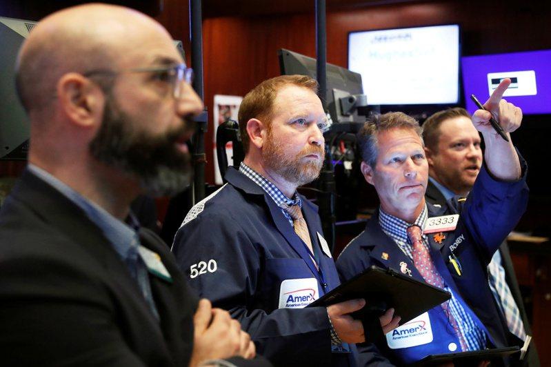 美股16日早盤走軟,顯示投資人正消化企業財報和初領失業給付人數訊息。路透