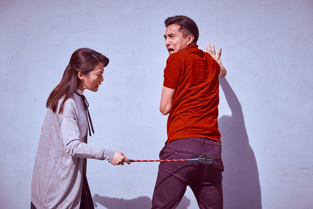 王少偉(右)、楊小黎詮釋逗趣夫妻。圖/公視提供