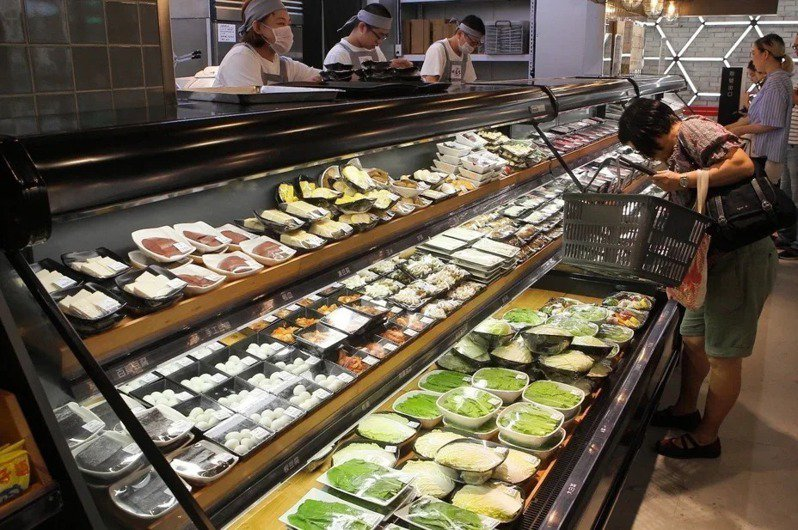 祥富水產開創了火鍋超市的用餐風潮。記者陳睿中/攝影