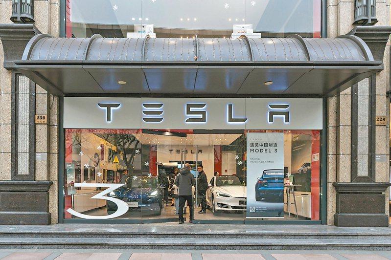 特斯拉(Tesla)入駐天貓平台,上線全球第一家Tesla特斯拉官方旗艦店。 新華社
