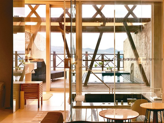 擁有33間陽光通透、碧海藍天的海景套房,多數擁有專屬陽台與戲水池。 圖/陳志光、...