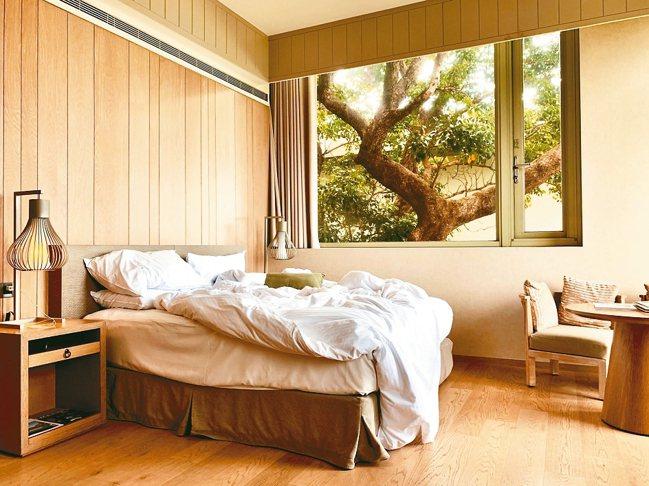 慵懶混亂的床被,掩蓋不住一夜的好眠。 圖/陳志光、游慧君