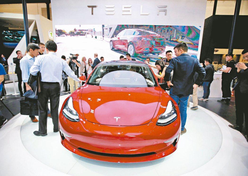 特斯拉(Tesla)宣布入駐天貓平台,消費者可以在天貓預約試駕特斯拉在中國生產的...